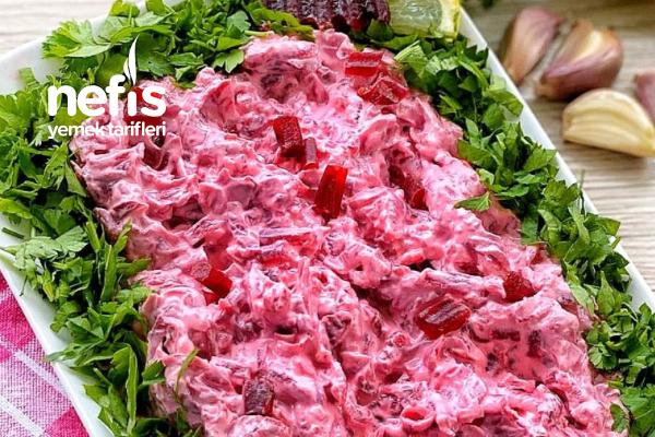 Rengi Güzel Yoğurtlu Pancar Salatası Tarifi