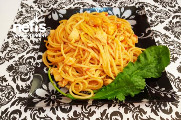 Tavuklu Sosu İle Birlikte Pisen Spagetti Tarifi