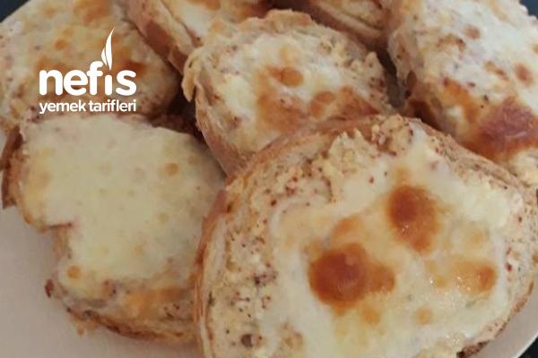 Çökelekli Yumurtalı Ekmek (Kahvaltı Sofrası İçin Pratik ) Tarifi