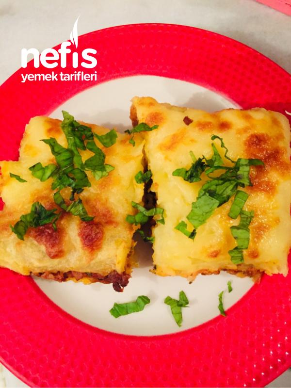 Nefis bol kaşarlı 2 Katlı Patates Puresiden Kıymalı Börek