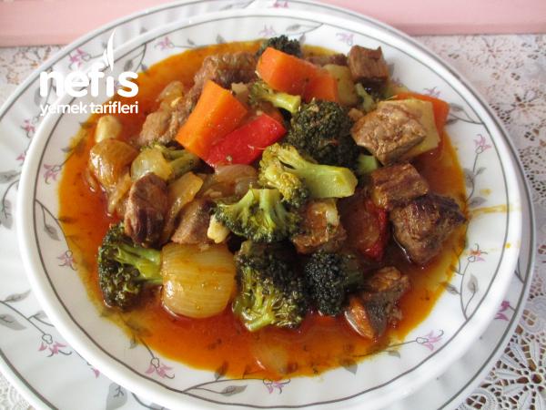 Brokolili Sebzeli Kuşbaşı Etli Yemek