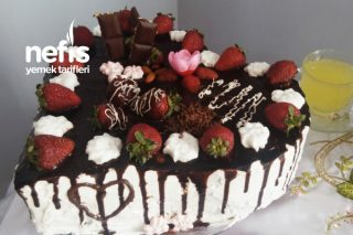 Kalpli Çilekli Çikolatalı Pastam Tarifi