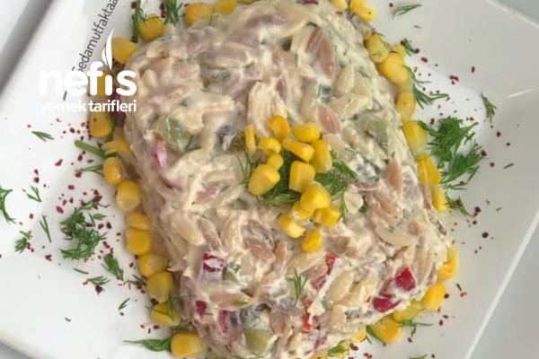 Tavuklu Yoğurtlu Şehriye Salatası Tarifi
