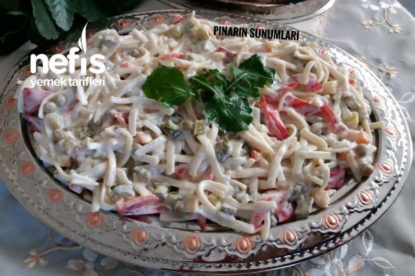 Yoğurtlu Garnitürlü Erişte Salatası Tarifi