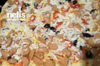 Yumuşacık Hamuruyla Ev Pizzası Tarifi