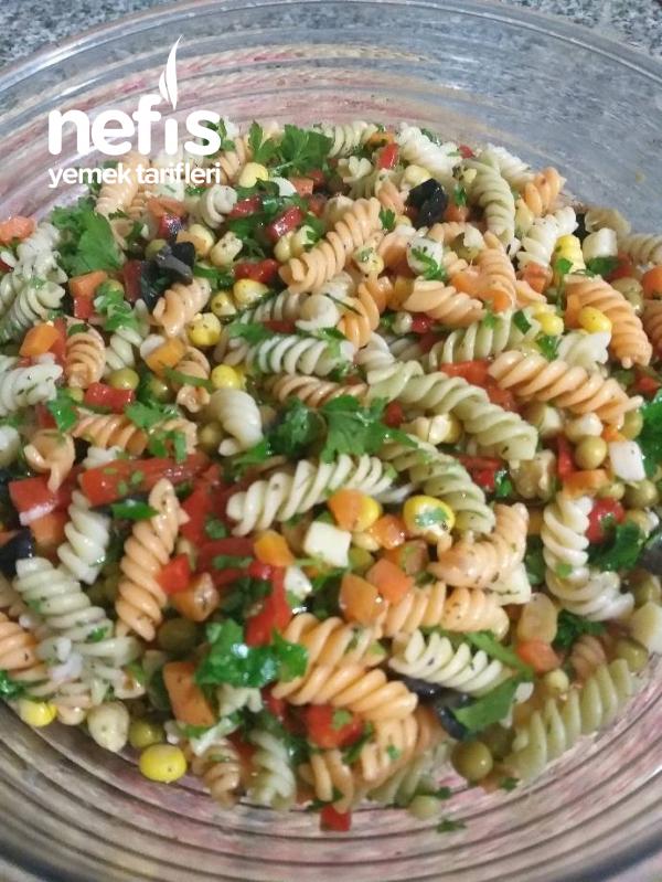 Bol Renkli Makarna Salatası