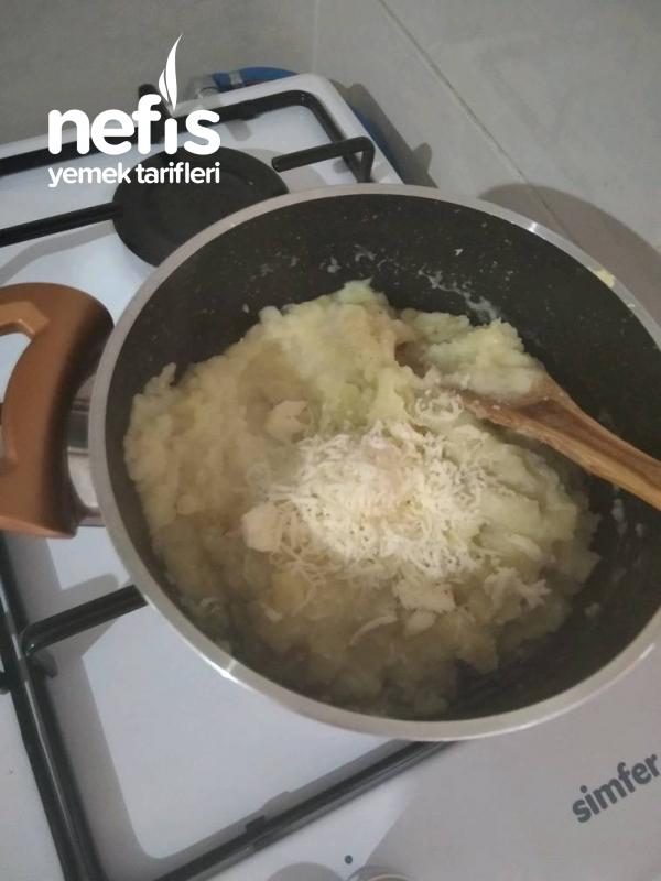 Patates Püresi Üzerinde Tavuk Sote