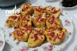 Bayat Ekmekten Atıştırmalık Pizzalar Tarifi