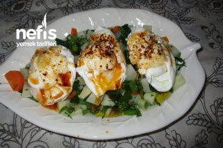 Poşe Yumurtalı Havuçlu Kerevizli Salata Tarifi