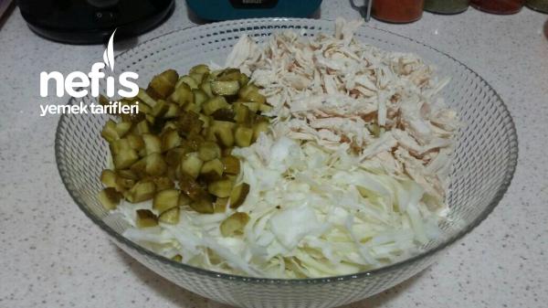 Tavuklu Beyaz Lahanalı Harika Salata
