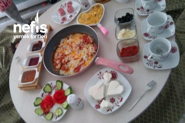 Sevgililer Günü Kahvaltısı Tarifi