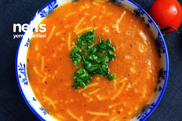 İçinizi Isıtacak Şehriyeli Domates Çorbası Tarifi
