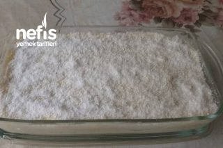 Ortası Bisküvili Sütlü İrmik Tatlısı (3 Malzemeli) Tarifi