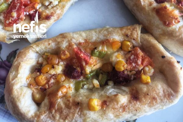 Pizza Tadında Sandal Börek Tarifi