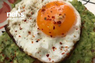 Avokado Soslu Yumurtalı Ekmek Tarifi