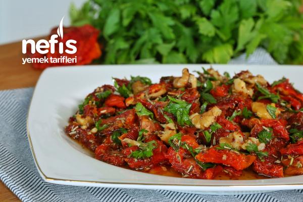 Kahvaltılık Kuru Domates Salatası (Kesinlikle Denemelisiniz) (videolu) Tarifi