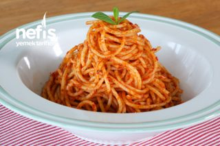 Anne Usulü Salçalı Spagetti Tarifi (videolu)