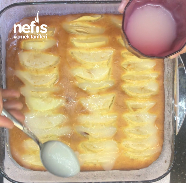 Elmalı Islak Kek