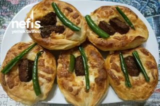 Sucuklu Kaşarlı Pizza (Puf Puf) Tarifi