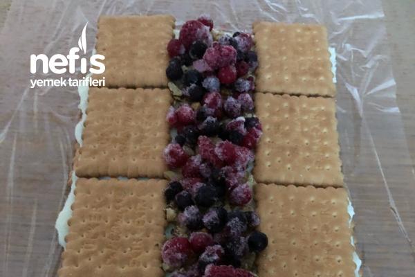 Bisküvili Meyveli Piramit Pasta