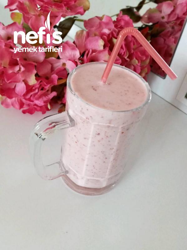 Çilekli Milkshake ( 5 Dkk Yap İç)