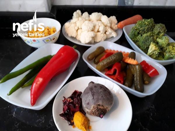 Sağlıklı Ve Rengarenk Bahar Salatası