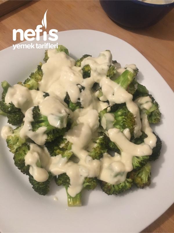Tahinli Yoğurt Soslu Fırında Brokoli