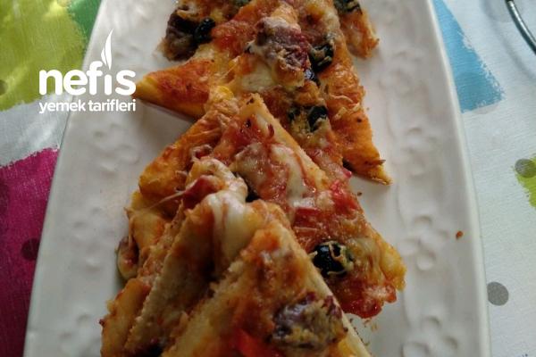 Pizza (Mayalanması Beklemeden Çabuk Pizza) Tarifi