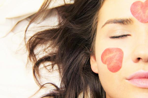 menekşe yağı cilde faydaları