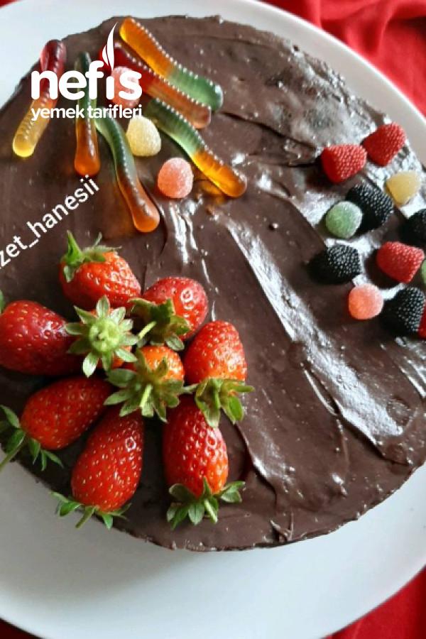 Çilekli Doğum Günü Pastası