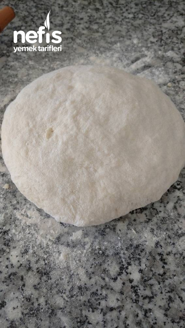 Özel Sosu İle Bol Malzemeli Pizza