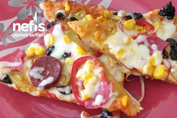 Özel Sosu İle Bol Malzemeli Pizza Tarifi