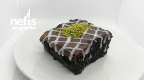 Sünger Gibi Brownie Tadında Çikolata Soslu Islak Kek