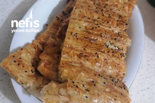 Börek (Baklavalık Yufkadan Pastane Böreği) Tarifi
