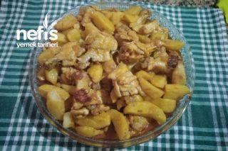 Kendini Fırında Pişti Sanan Tavuk Kanatlı Patates Tarifi
