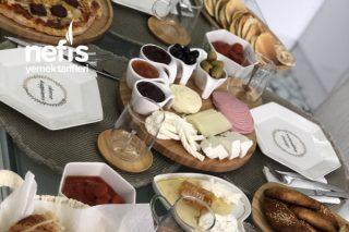 En Güzel Kahvaltı Menüsü Misafirlerle Tarifi