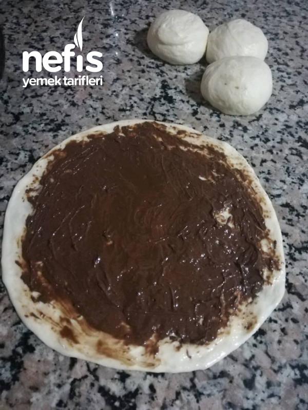 Çikolatalı Çiçek Çörek