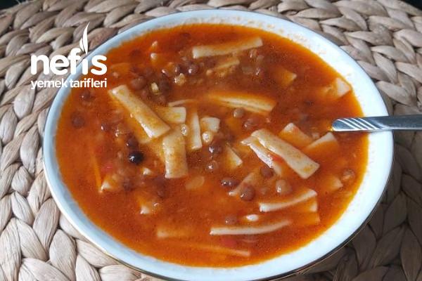 Erişteli Yeşil Mercimek Çorbası (Videolu) Tarifi
