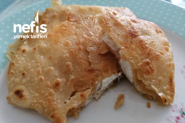 Kahvaltı İçin Çıtır Çıtır Yufka Ekmek İçinde Yumurta Ve Kaşarla Tarifi