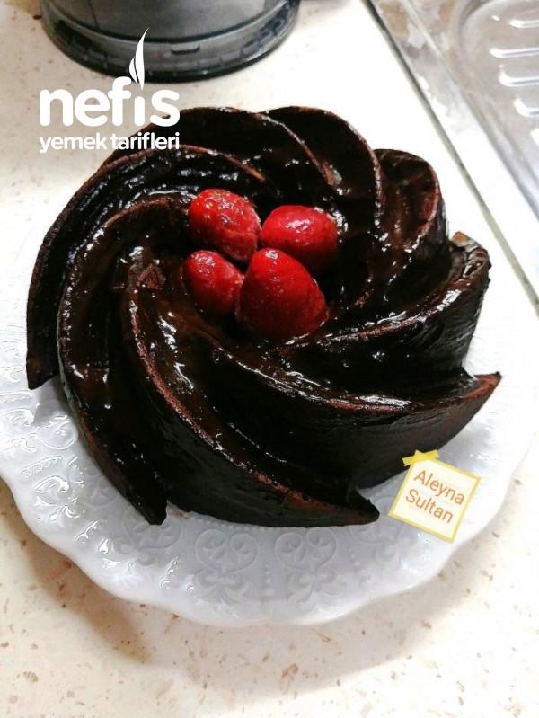 Kekin En Güzel Hali (Çikolata Soslu Damla Çikolalı Kek)
