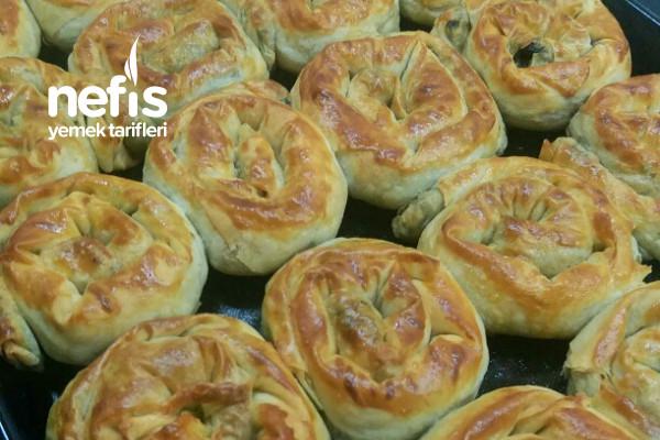 El Açması Tadında Nefis Ispanaklı Börek Tarifi