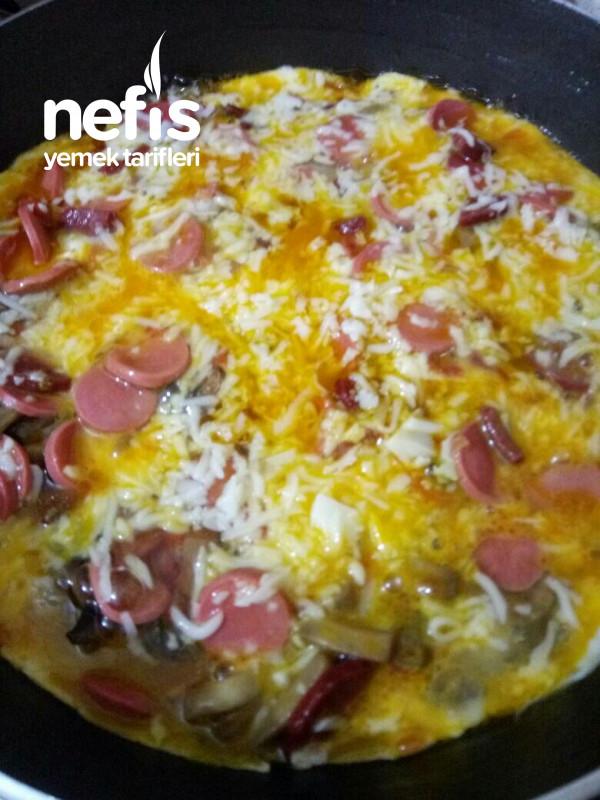 Yumurtalı Tavada Pizza (Hamursuz Pizza)