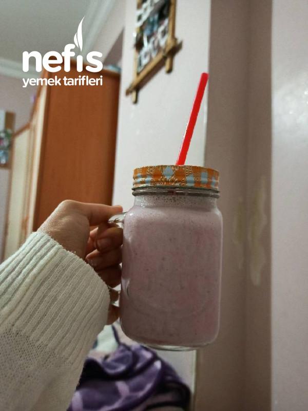Çilekli Süt