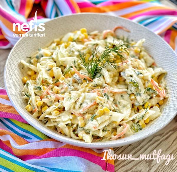 Lezzeti Sosunda Saklı Lahana Salatası