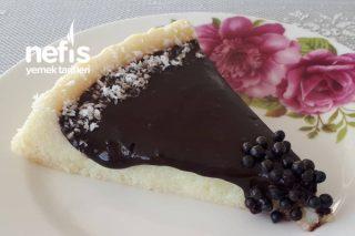 Tart Kalıbında Çikolata Soslu İrmik Tatlısı Tarifi