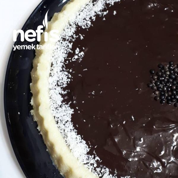 Tart Kalıbında Çikolata Soslu İrmik Tatlısı