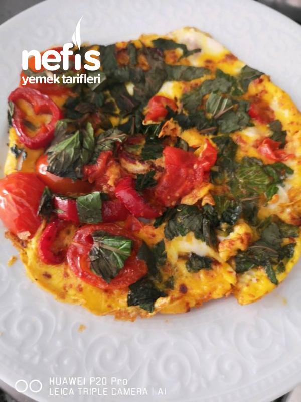 2 Damla Yağ İle Sebzeli Diyet Omlet