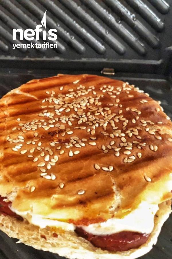 Hamburger Ekmeginden Otlu Salçalı Karışık Tost