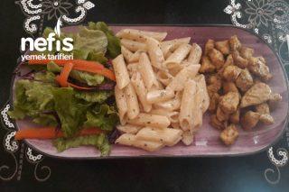 Körili Tavuk Eşliğinde Kremalı Kekikli Makarna Tarifi
