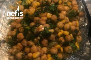 Nohut Salatası (Sevmeyene Nohutu Sevdirir) Tarifi